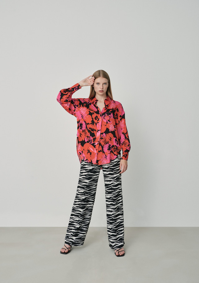 Wide-leg trousers