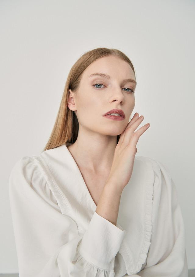 Bib collar cropped shirt white