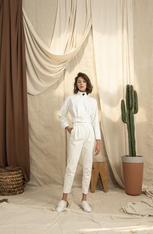 Yüksek Yakalı Uzun Kollu Kırık Beyaz Ceket