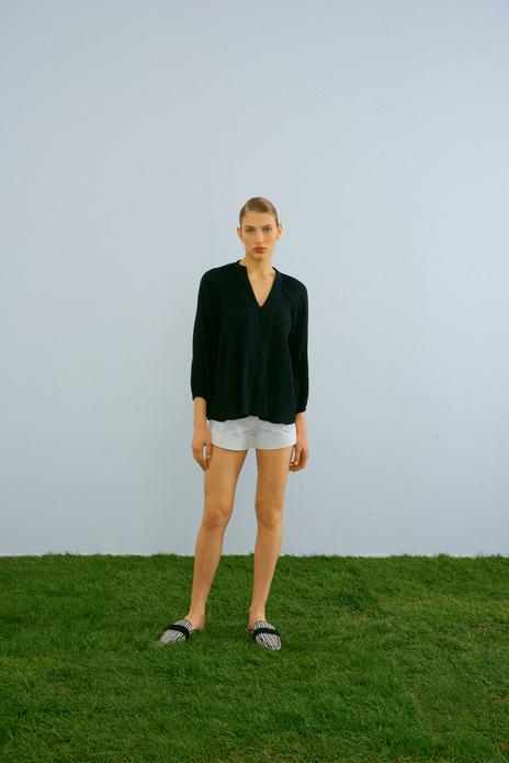 Loose-fit blouse black